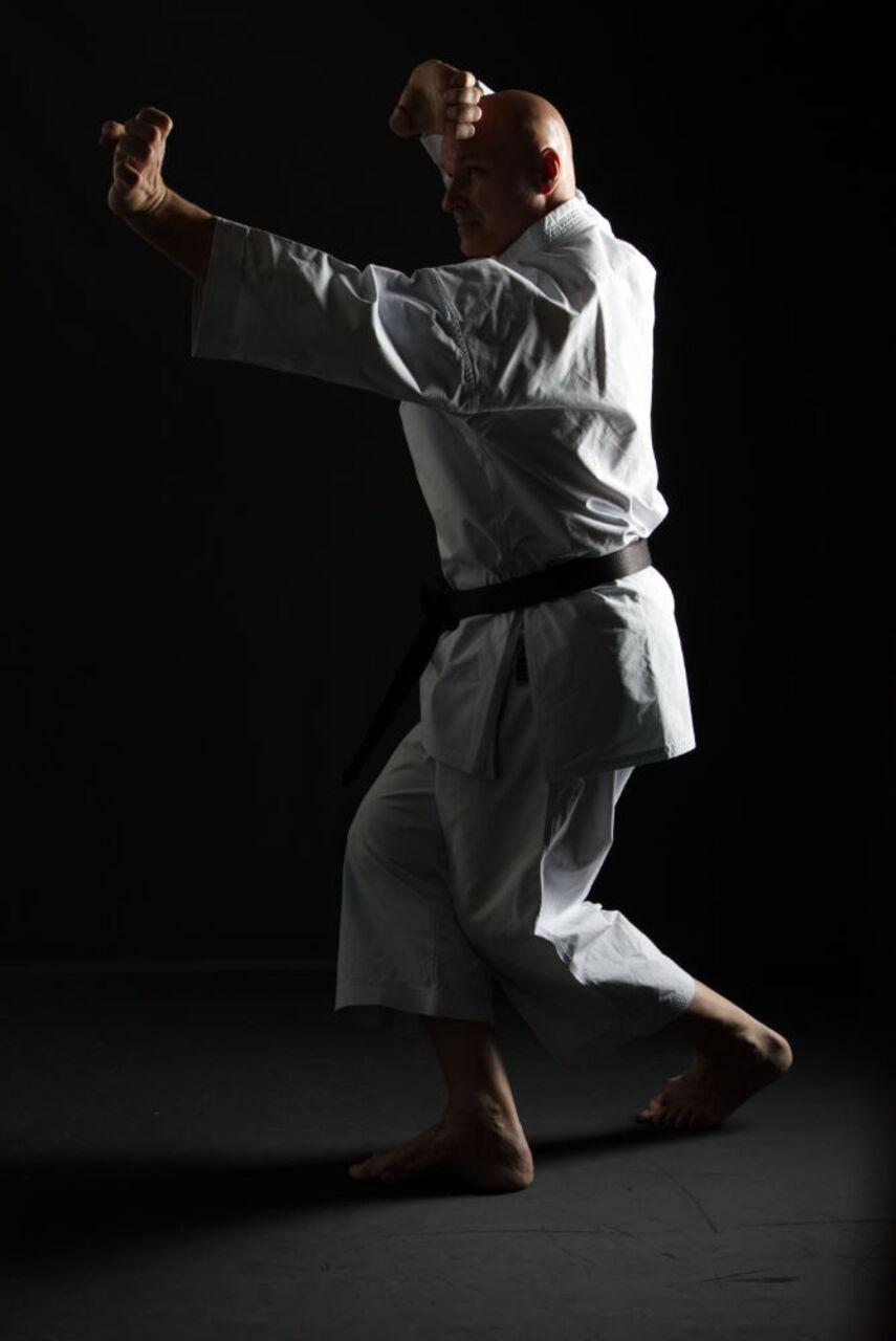 Horst Baugürtel zeigt Karatetechnik