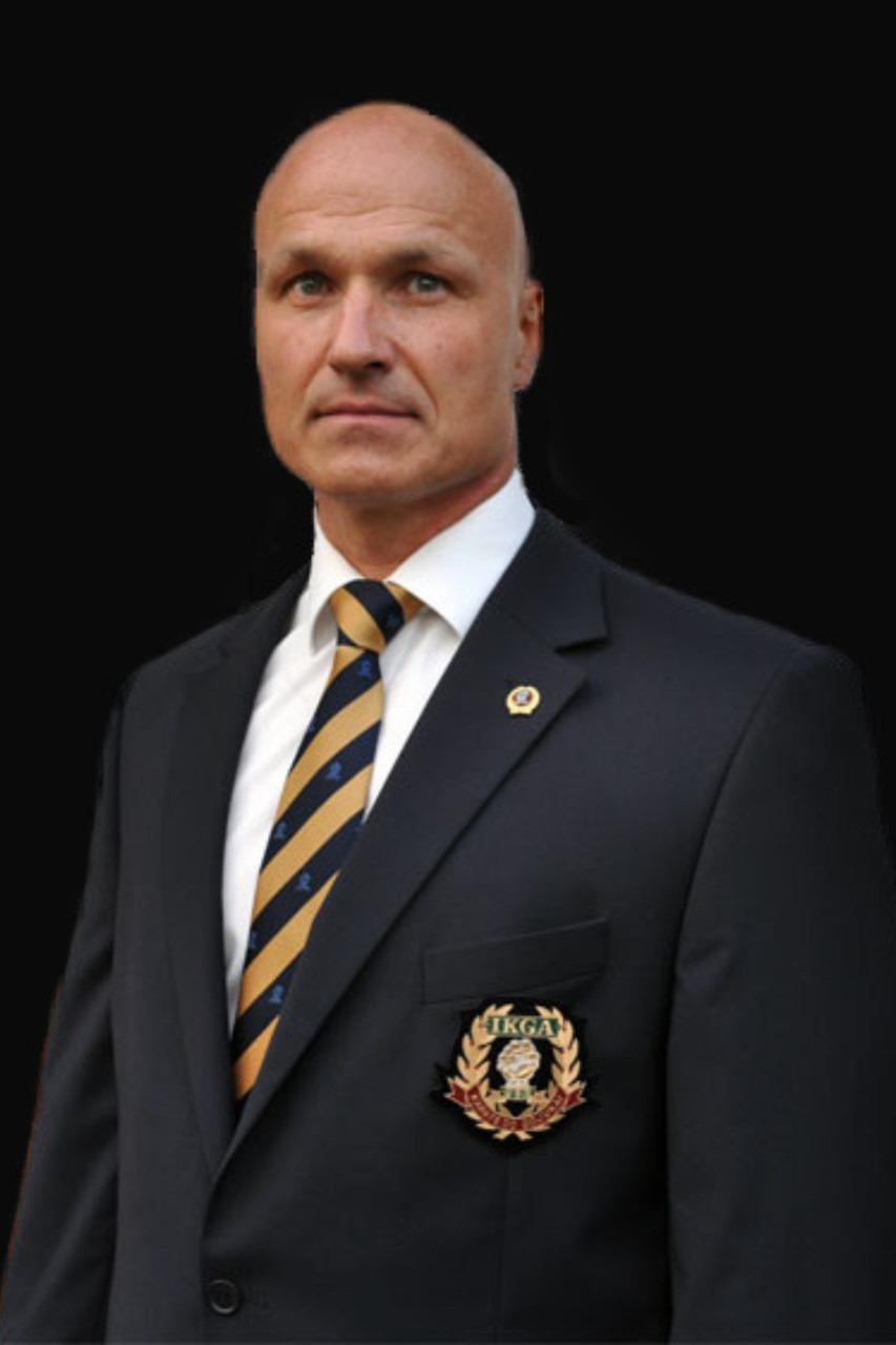 Shihan Horst Baumgürtel im offiziellen Anzug